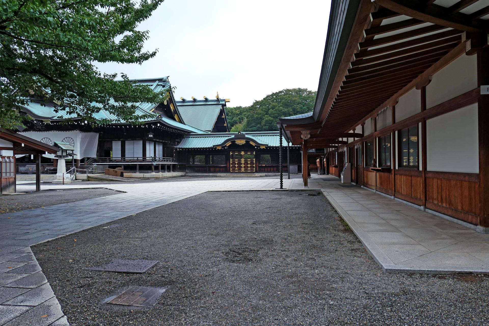 Hatchōbori Station to Nakano Station - Yasukuni Shrine