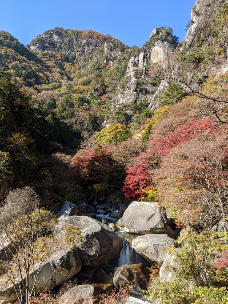 180 m high, Kakuenpo (覚円峰)
